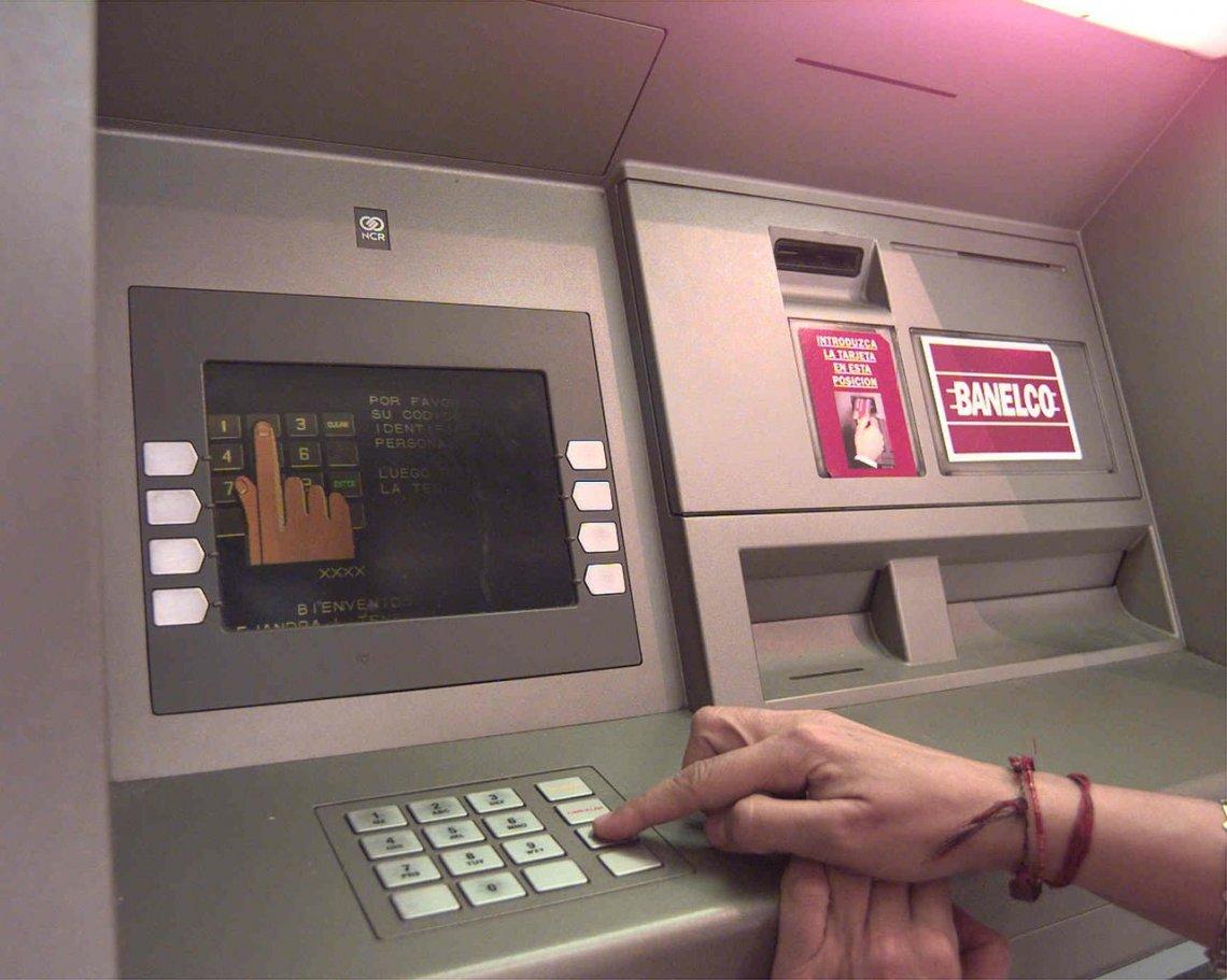 Chau tarjetas en los cajeros se operar a trav s de for Busqueda de cajeros